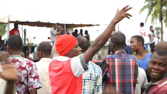 Prisoners dance as Lamboginny performs at the Kirikiri Prison