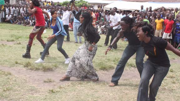 Actors, choreographers and comedians entertained inmates at Ikoyi Prison, during one of Lamboginny's concerts in 2012.