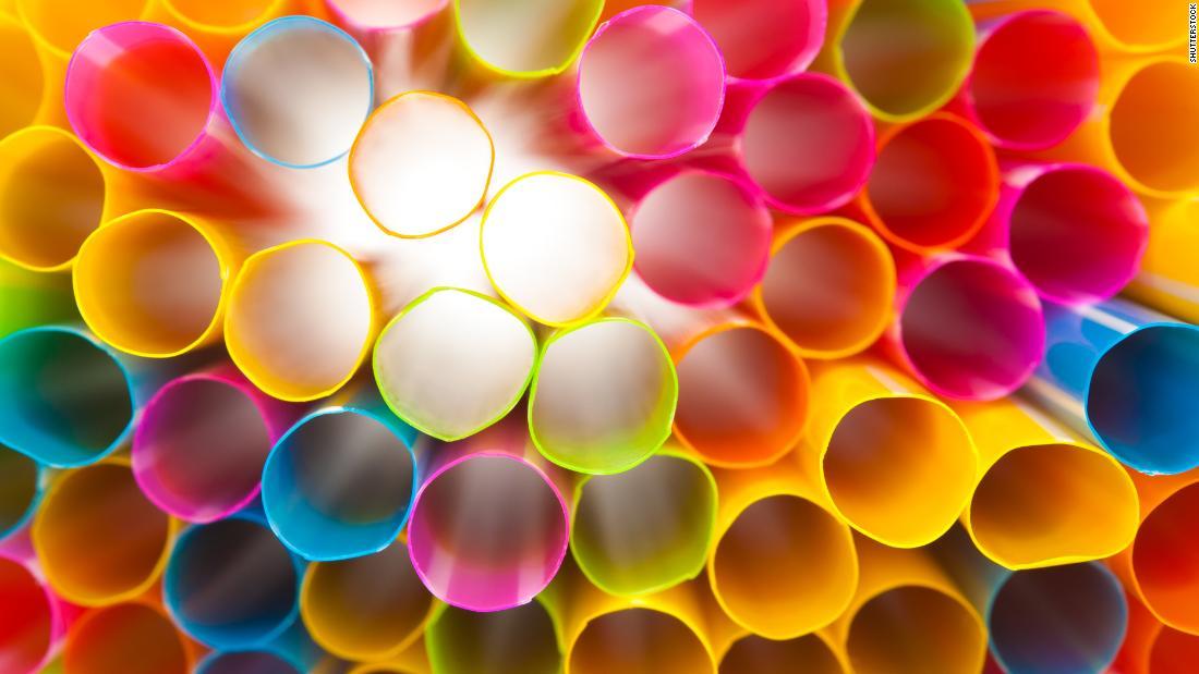 禁止使用塑料吸管有点像在风中吐痰