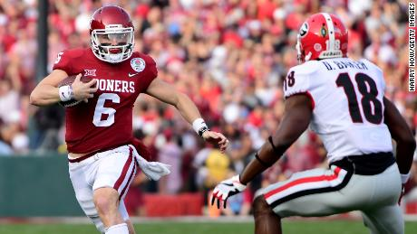 PASADENA, CA - JANUARY 01:  Baker Mayfield #6 of the Oklahoma Sooners scrambles in the 2018 College Football Playoff Semifinal Game against the Georgia Bulldogs at the Rose Bowl Game presented by Northwestern Mutual at the Rose Bowl on January 1, 2018 in Pasadena, California.  (Photo by Harry How/Getty Images)