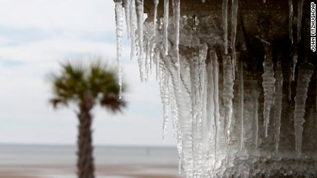 Winter storm warnings issued in Florida
