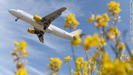 An airplane of the Spanish low-cost airline Vueling prepares to land at Barcelona's airport in El Prat de Llobregat on June 6, 2016. / AFP / JOSEP LAGO (Photo credit should read JOSEP LAGO/AFP/Getty Images)