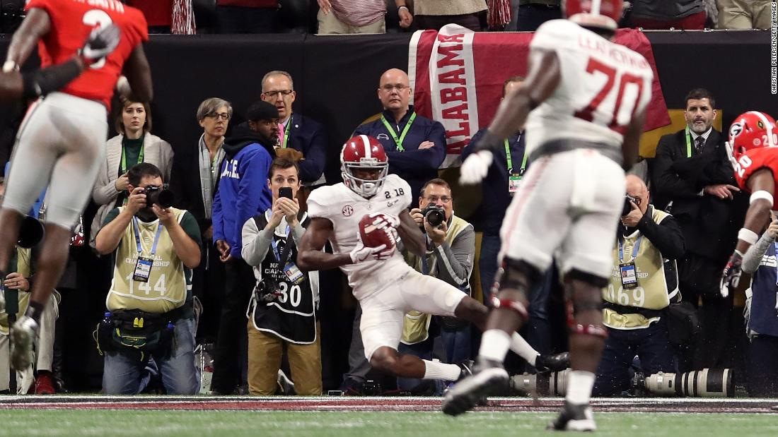 Alabama's Jerry Jeudy catches a 7-yard touchdown pass late in the fourth quarter to tie the game at 20.