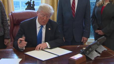 Trump signs executive order helping veterans