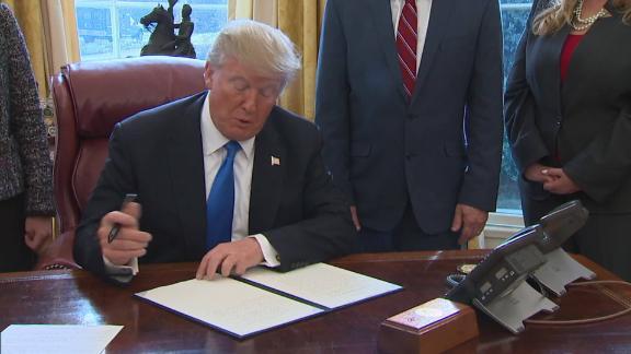 trump signs veterans executive order vo_00002007.jpg