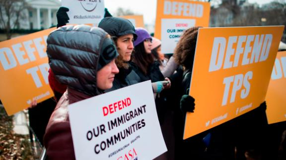 Immigrants and activists protest near the White House to demand that the Department of Homeland Security extend Temporary Protected Status (TPS) for more than 195,000 Salvadorans on January 8, 2018 in Washington, DC. The US government announced Monday the end of a special protected status for about 200,000 Salvadoran immigrants, a move that threatens with deportation tens of thousands of well-established families with children born in the United States. / AFP PHOTO / Andrew CABALLERO-REYNOLDS        (Photo credit should read ANDREW CABALLERO-REYNOLDS/AFP/Getty Images)