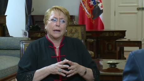cnnee sot michelle bachelet como financian visita papa francisco_00003909