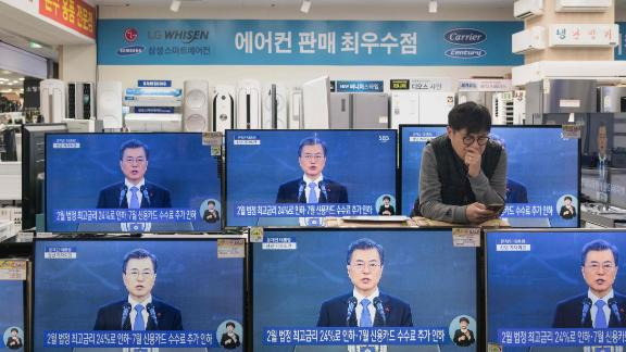 A live broadcast shows South Korea