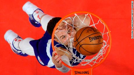 LOS ANGELES, CA - JANUARY 13: Blake Griffin #32 of the Los Angeles Clippers slam dunks against Sacramento Kings during the second half at Staples Center on January 13, 2018 in Los Angeles, California. NOTE TO USER: User expressly acknowledges and agrees that, by downloading and or using this photograph, User is consenting to the terms and conditions of the Getty Images License Agreement. (Photo by Kevork Djansezian/Getty Images)