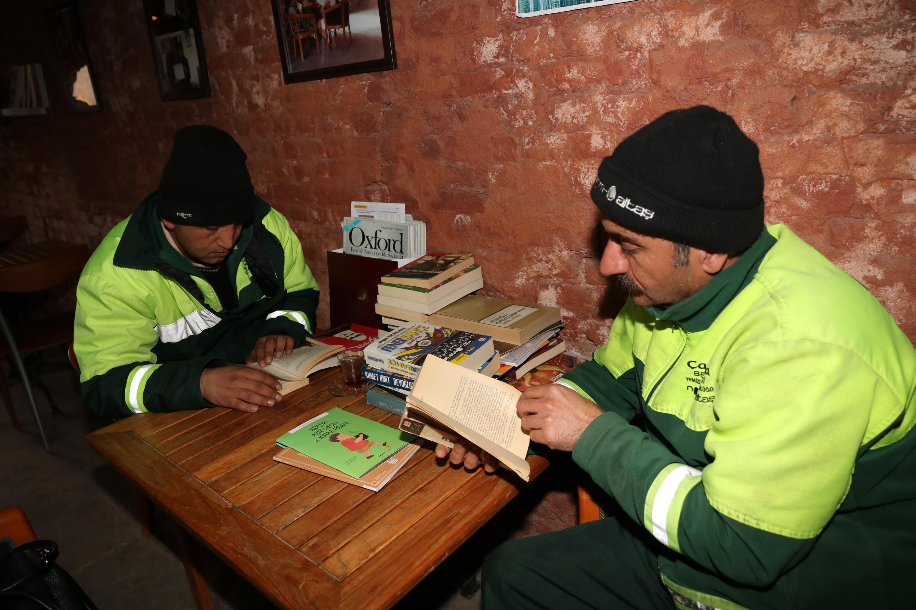 garbage collectors open library with