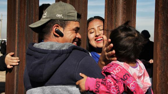 """TOPSHOT - Members of a family reunite through the border wall between Mexico and United States, during the """"Keep our dream alive"""" event, in Ciudad Juarez, Chihuahua state, Mexico on December 10, 2017. Families separated by the border are reunited for three minutes through the fence that separates Ciudad Juarez Park in Mexico and Sunland in New Mexico, United States, during an event called """"Keep our dream alive"""", organized by the Border Network for Human Rights on the International Human Rights Day.  / AFP PHOTO / Herika MARTINEZ        (Photo credit should read HERIKA MARTINEZ/AFP/Getty Images)"""