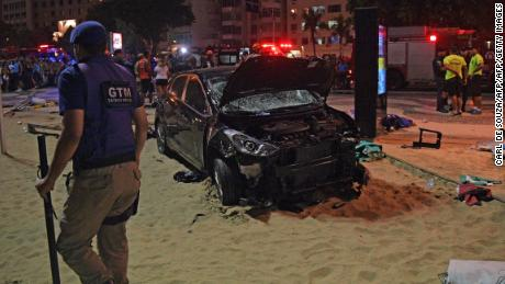 TOPSHOT - The scene of a car crash pictured at Copacabana beach in Rio de Janeiro on January 18, 2018. At least 11 people were injured by a car that drove up onto Copacabana's tourist-packed seafront promenade in the heart of Rio de Janeiro. / AFP PHOTO / CARL DE SOUZA        (Photo credit should read CARL DE SOUZA/AFP/Getty Images)