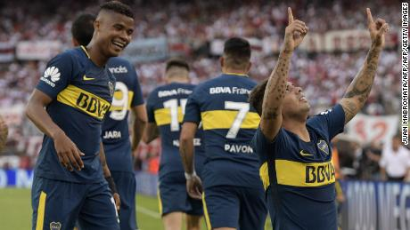 Boca Juniors' Colombian midfielder Edwin Cardona (R) celebrates next to teammate Colombian midfielder Wilmar Barrios (L) after scoring a goal against River Plate, during the Argentine derby match in the Superliga first division tournament at Monumental stadium in Buenos Aires, Argentina, on November 5, 2017. / AFP PHOTO / JUAN MABROMATA        (Photo credit should read JUAN MABROMATA/AFP/Getty Images)