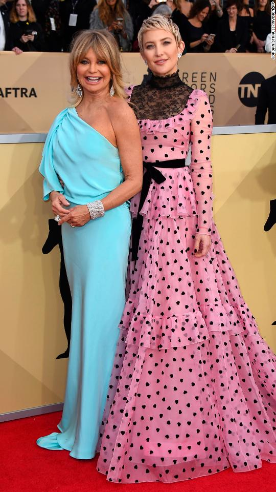 Golhawn Left And Her Daughter Kate Hudson Photos Sag Awards