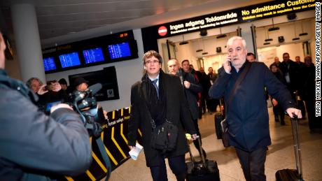 Former Catalan leader Carles Puigdemont (C) arrives on January 22, 2018 at Copenhagen Airport in Denmark. Former Catalan leader Carles Puigdemont arrived in Copenhagen, defying a threat by Madrid to issue a warrant for his arrest if he leaves Belgium, where he has been in exile since a failed independence bid. Puigdemont is to take part in a debate on Catalonia at the University of Copenhagen. / AFP PHOTO / Scanpix / Tariq Mikkel Khan / Denmark OUT        (Photo credit should read TARIQ MIKKEL KHAN/AFP/Getty Images)