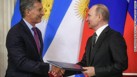 Russian President Vladimir Putin (R) and his Argentinas counterpart Mauricio Macri exchange documents during a signing ceremony following their meeting at the Kremlin in Moscow on January 23, 2018. / AFP PHOTO / POOL / Alexander NEMENOVALEXANDER NEMENOV/AFP/Getty Images