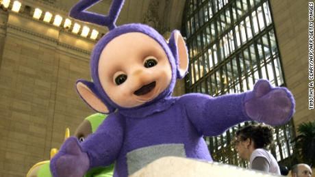 New York, UNITED STATES: The world famous Teletubbies Tinky-Winky (C) Dipsy, Laa-Laa and Po pose on the balcony at Grand Central Station in New York 26 March 2007 as they arrive on American soil in person for the first time ever. The Teletubbies are visiting the city for the week for a number of events to mark their 10-year anniversary.   AFP PHOTO  Timothy A. CLARY (Photo credit should read TIMOTHY A. CLARY/AFP/Getty Images)