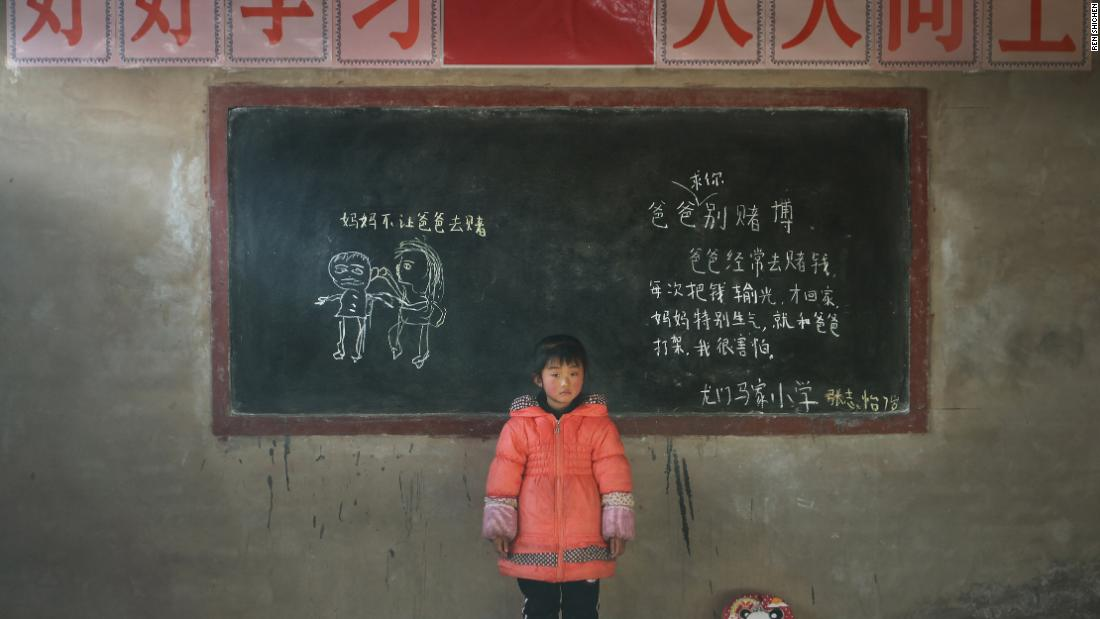 "Zhang Zhiyi, 7 years old, Longmenmajia elementary school: On the left it says: ""Mommy doesn't let dad gamble."" And on the right: ""Dad, I beg you, stop gambling. Dad gambles a lot.  Every time he'll come home after losing everything.  Mum is very angry, and would fight with dad.  I am very scared."""
