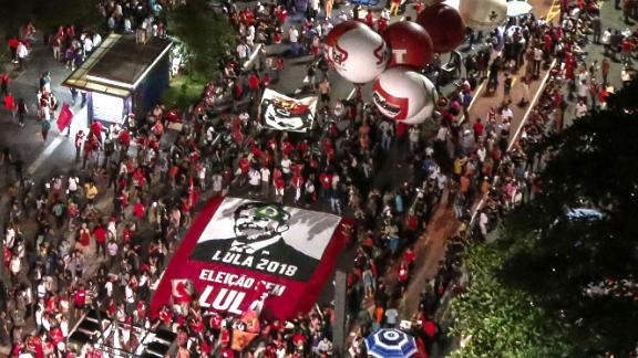 Trade unionists and members of social movements demonstrate in support of former Brazilian president Luiz Inacio Lula da Silva in Sao Paulo, Brazil on January 24, 2018. (Miguel Schincariol/AFP/Getty Images)