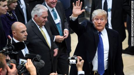 US President Donald Trump (R) waves upon his arrival with Secretary of State Rex Tillerson (2ndL) for the World Economic Forum (WEF) annual meeting in Davos, eastern Switzerland, on January 25, 2018. / AFP PHOTO / Fabrice COFFRINI        (Photo credit should read FABRICE COFFRINI/AFP/Getty Images)