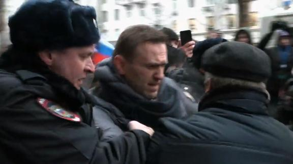 TOPSHOT - A still image taken from an AFPTV footage shows police officers detaining opposition leader Alexei Navalny during a rally calling for a boycott of March 18 presidential elections, Moscow, January 28, 2018. / AFP PHOTO / Alexandra Dalsbaek        (Photo credit should read ALEXANDRA DALSBAEK/AFP/Getty Images)