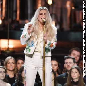 Kesha postpones concerts to have surgery