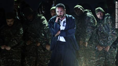 Kendrick Lamar opens Grammys with a message