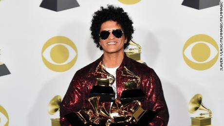 "NEW YORK, NY - JANUARY 28:  Recording artist Bruno Mars, winner of Album of the Year for ""24K Magic"" poses in the press room during the 60th Annual GRAMMY Awards at Madison Square Garden on January 28, 2018 in New York City.  (Photo by Slaven Vlasic/FilmMagic)"