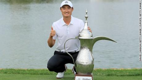 Li Haotong of China poses with the Omega Dubai Desert Classic  trophy on January 28, 2018.