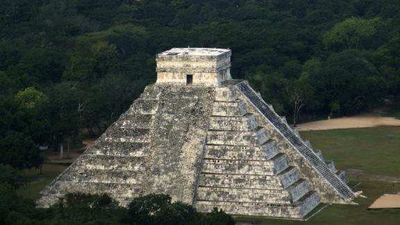 """""""El Castillo"""" temple, at Chichen Itza."""
