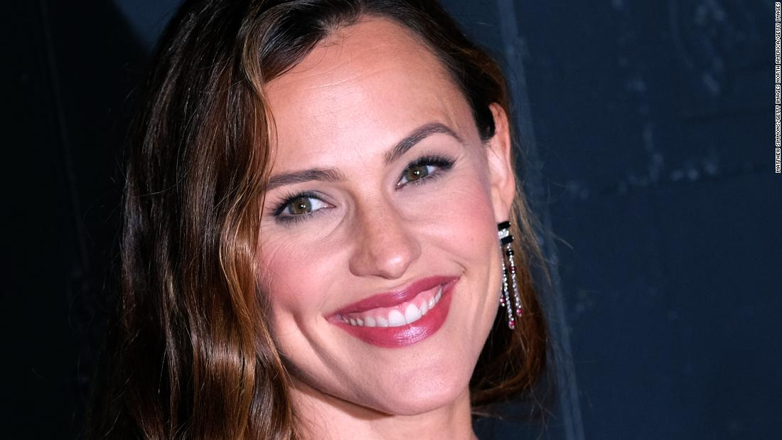 Jennifer Garner nabs cover of People's 'Beautiful People' issue