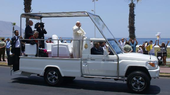 During his January 2018 visit to the city of Iquique, Chile, Pope Francis waves from the back of a modified Toyota popemobile. Take a look at how the Pope