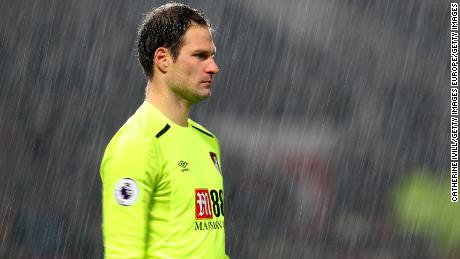 MANCHESTER, ENGLAND - DECEMBER 13: Asmir Begovic of AFC Bournemouth during the Premier League match between Manchester United and AFC Bournemouth at Old Trafford on December 13, 2017 in Manchester, England. (Photo by Catherine Ivill/Getty Images)