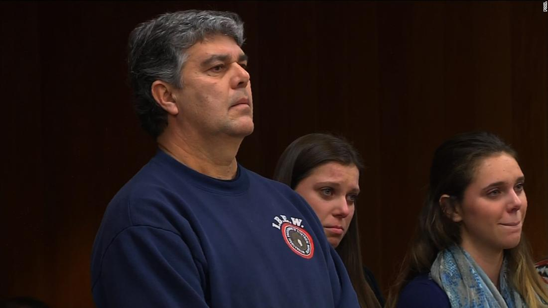 Father lunges at Larry Nassar in court before being restrained – Trending Stuff