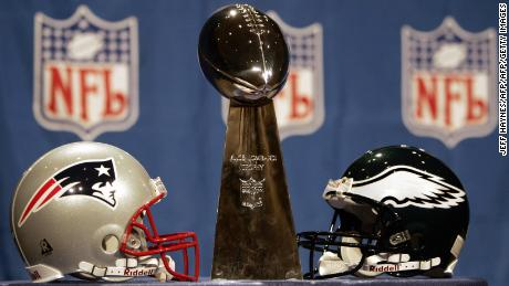 JACKSONVILLE, UNITED STATES:  The Vince Lombardi trophy sits between the helmets of the New England Patriots (L) and the Philadelphia Eagles (R) 04 February 2005 at the Prime F. Osborn Convention Center in Jacksonville, Florida. The NFC champion Eagles will play the AFC champion Patriots in Super Bowl XXXIX on 06 February 2005.  AFP PHOTO/Jeff HAYNES  (Photo credit should read JEFF HAYNES/AFP/Getty Images)