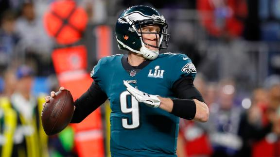 MINNEAPOLIS, MN - FEBRUARY 04:  Nick Foles #9 of the Philadelphia Eagles looks to pass against the New England Patriots during the first quarter in Super Bowl LII at U.S. Bank Stadium on February 4, 2018 in Minneapolis, Minnesota.  (Photo by Kevin C. Cox/Getty Images)