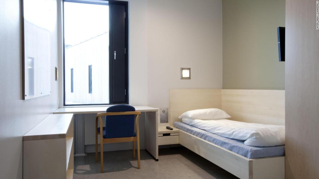 The cells in Halden prison are equipped with private en-suite bathrooms, flatscreen TVs, mini-fridges and large windows without bars that let the sunlight stream in. Ten to 12 inmates share a communal kitchen and living room.