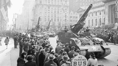Some of the largest self-propelled howitzers in the Army's inventory rolled down the streets of New York on January 12, 1946.
