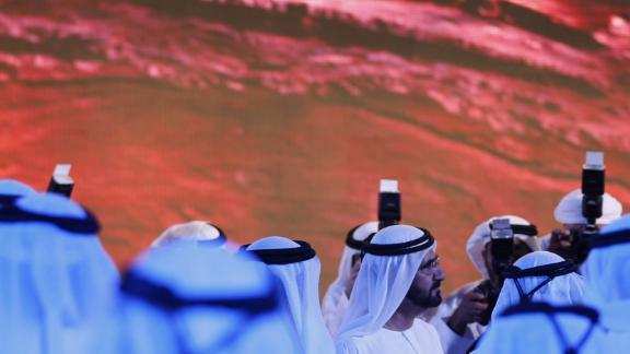 Sheikh Mohammed bin Rashid al-Maktoum, prime minister of the United Arab Emirates (UAE) and ruler of Dubai (center), enthusiastically backs the Hope project.