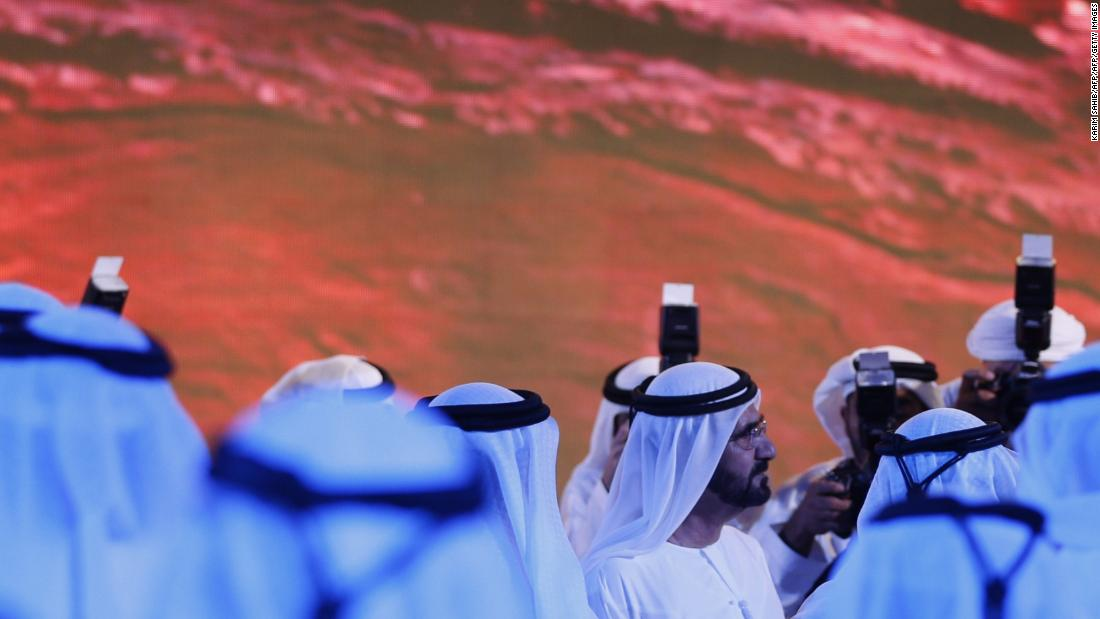 Sheikh Mohammed bin Rashid al-Maktoum, prime minister of the United Arab Emirates (UAE) and ruler of Dubai (center), enthusiastically backs the Hope project.