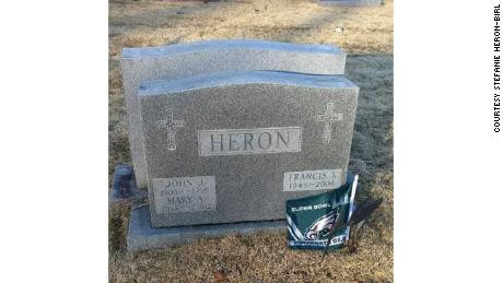 Eagles fans decorate loved ones' graves after Super Bowl victory