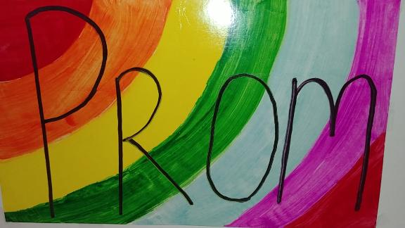 The sign Janizia used in her promposal.
