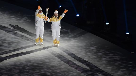 The torchbearers included former South Korean soccer star Ahn Jung-hwan and golfer Inbee Park.