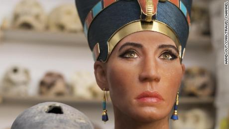 The facial reconstruction of the Younger Lady mummy next to a 3D replica of its head created from digital mapping. (PRNewsfoto/Travel Channel)