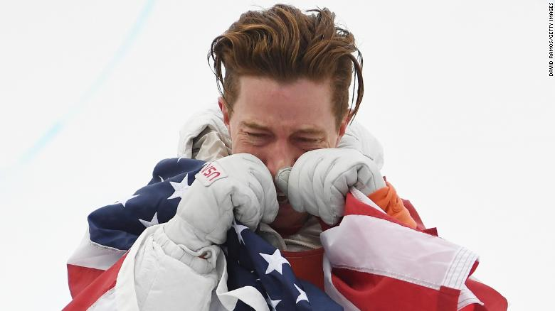 PYEONGCHANG-GUN, SOUTH KOREA - FEBRUARY 14:  Gold medalist Shaun White of the United States poses during the victory ceremony for the Snowboard Men's Halfpipe Final on day five of the PyeongChang 2018 Winter Olympics at Phoenix Snow Park on February 14, 2018 in Pyeongchang-gun, South Korea.  (Photo by David Ramos/Getty Images)