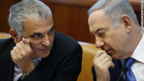 Netanyahu (R) talks to Moshe Kahlon during a weekly cabinet meeting in Jerusalem in January.
