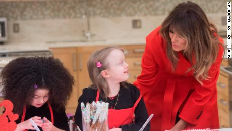 US First Lady Melania Trump decorates cookies for Valentine's Day as she visits with children who are currently patients at the National Institutes of Health (NIH) at The Children's Inn at NIH in Bethesda, Maryland, February 14, 2018.