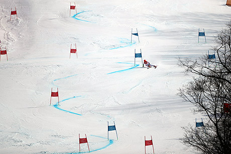 Shiffrin negotiates a curve during her second run. (Tim Clayton/Corbis/Getty Images)