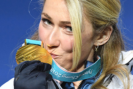 Shiffrin kisses her gold medal on the podium. (Dimitar Dilkoff/AFP/Getty Images)