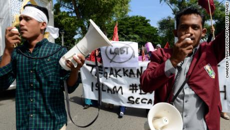 A group of Muslim protesters march with banners against the lesbian, gay, bisexual and transgender (LGBT) community in Banda Aceh on Decmber 27, 2017.  There has been a growing backlash against Indonesia's small lesbian, gay, bisexual and transgender (LGBT) community over the past year, with ministers, hardliners and influential Islamic groups lining up to make anti-LGBT statements in public. / AFP PHOTO / Chaideer MAHYUDDIN        (Photo credit should read CHAIDEER MAHYUDDIN/AFP/Getty Images)